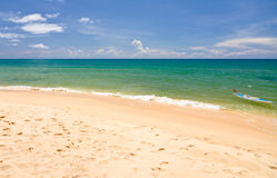 stranden kanotar phuquocsanden vietnam Royaltyfria Bilder