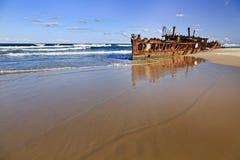 Stranden Maheno för QE FI reflekterar Royaltyfri Bild