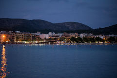 Stranden med afton-Time i Alcudia Arkivbild