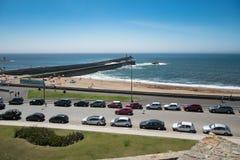 Stranden och bryggan, Foz gör Douro, Porto, Portugal royaltyfria bilder