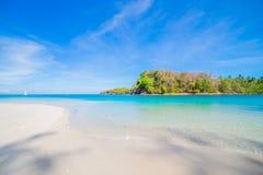 Stranden och det tropiska havet Arkivbilder