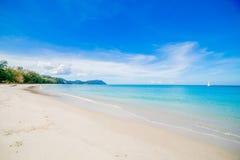 Stranden och det tropiska havet Fotografering för Bildbyråer