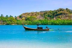 Stranden och det tropiska havet Royaltyfri Bild
