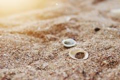 Stranden op de kust op vakantie royalty-vrije stock afbeeldingen