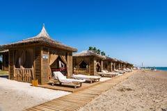 Stranden på det lyxiga hotellet arkivfoto