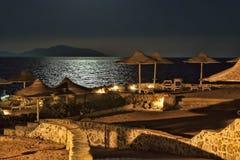 Stranden på hotelldrömmarna sätter på land i Sharm el Sheikh sent i et Royaltyfria Foton