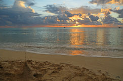 Stranden på solnedgången Arkivbilder