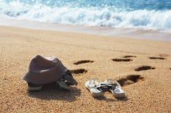 stranden parar skor två Fotografering för Bildbyråer