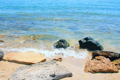 Stranden stenar havet Royaltyfria Bilder