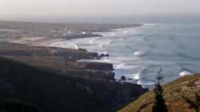 Stranden vinkar från en klippa lager videofilmer