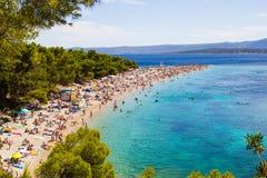 Stranden Zlatni tjaller i Bol, Kroatien Fotografering för Bildbyråer