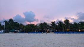 strandexponeringsfeelen ger långsamma slappa waves för solnedgång mycket Arkivfoto