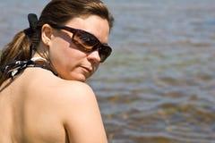 strandexponeringsglas sun kvinnan Royaltyfri Fotografi