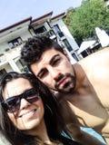 Strandferienfreunde, die selfie nehmen lizenzfreie stockfotografie