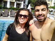 Strandferienfreunde, die selfie nehmen Stockbilder