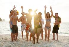 Strandfest-Freiheits-Ferien-Freizeitbetätigungs-Konzept stockfotografie