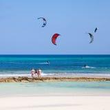 strandflagga fuerteventura som kitesurfing Arkivbilder