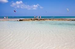 strandflagga fuerteventura som kitesurfing Arkivbild