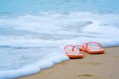 strandflipen plumsar sandigt arkivfoto