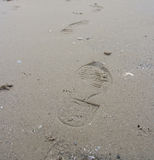 strandfoten skrivar ut sandigt Royaltyfri Bild