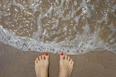 strandfotkvinnlig greece royaltyfri bild