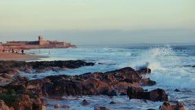 Strandgolven en mensen Stock Foto