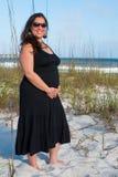strandgravid kvinna Arkivfoto