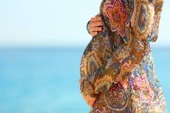 strandgravid kvinna Royaltyfri Fotografi
