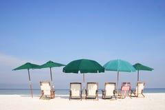strandgruppparaply Arkivfoto