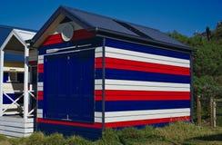 Strandhütte in den roten weißen blauen Farben stockfoto