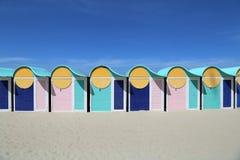 Strandhütten auf Dunkerque-Strand, Frankreich Lizenzfreies Stockfoto