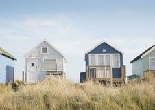 Strandhütten auf Mudeford-Sandbank Stockfotos