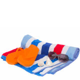 Strandhandduk och sandaler stock illustrationer