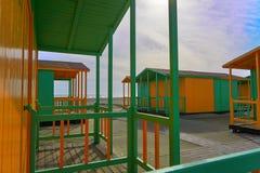 Strandhausgelb und -GRÜN Lizenzfreies Stockfoto