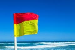 Strandhavlivräddare Beacon Flags Arkivfoto