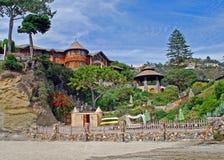 Strandhem på Victoria Beach, Laguna Beach, CA Arkivfoto