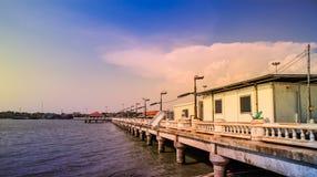 Strandhuis met overzeese mening in landelijk ontwerp in Ang Sila, Chonburi Thailand, 16 April, 2018 Stock Foto's