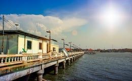 Strandhuis met overzeese mening in landelijk ontwerp in Ang Sila, Chonburi Thailand, 16 April, 2018 Royalty-vrije Stock Foto's
