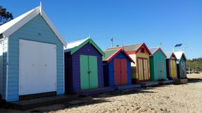 Strandhus längs stranden Royaltyfri Bild