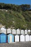 Strandhutten bij Bier, Devon, het UK. Stock Foto