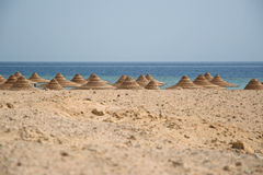 Strandhutten of cabanas dakbovenkanten, Rode Overzees, Egypte Stock Afbeelding