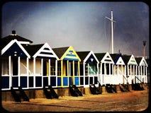 Strandhutten langs de strandboulevard op een koude de winterdag Royalty-vrije Stock Afbeeldingen