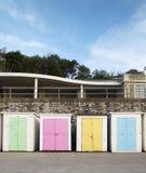 Strandhutten in Lyme REGIS, Dorset, het UK Stock Afbeeldingen
