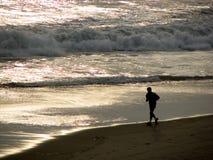 strandjogger Arkivfoton