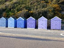 Strandkabinen-Farbblaue violette Ebenen Lizenzfreie Stockfotos