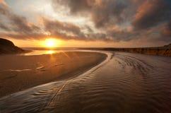 strandKalifornien solnedgång royaltyfri bild