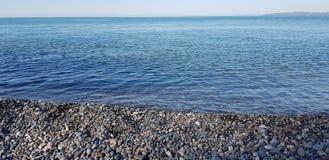 Strandkiezelstenen door de kust van de Zwarte Zee Stock Afbeelding