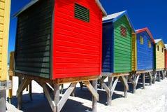 Strandkojor. Muizenberg Sydafrika arkivbild