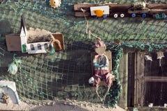 Strandkojor och annan anmärker ut ur vrakgods och vrakgods Fotografering för Bildbyråer