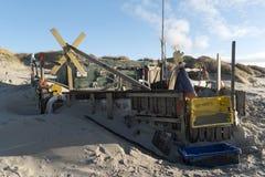 Strandkojor och annan anmärker ut ur vrakgods och vrakgods Royaltyfri Bild